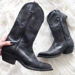 TONY LAMA black leather pointed toe boots